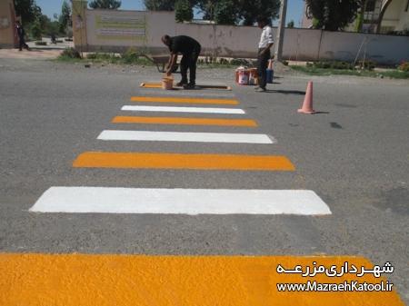 اجرای خط کشی محل عبور عابر پیاده و رنگ آمیزی سرعت گیرها